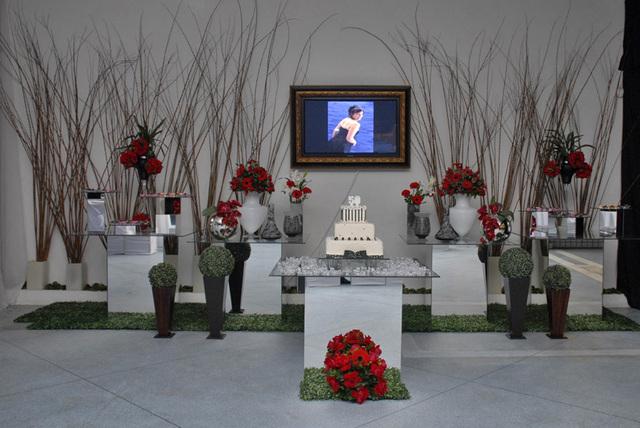 decoração-da-mesa-de-bolo-casamento-12