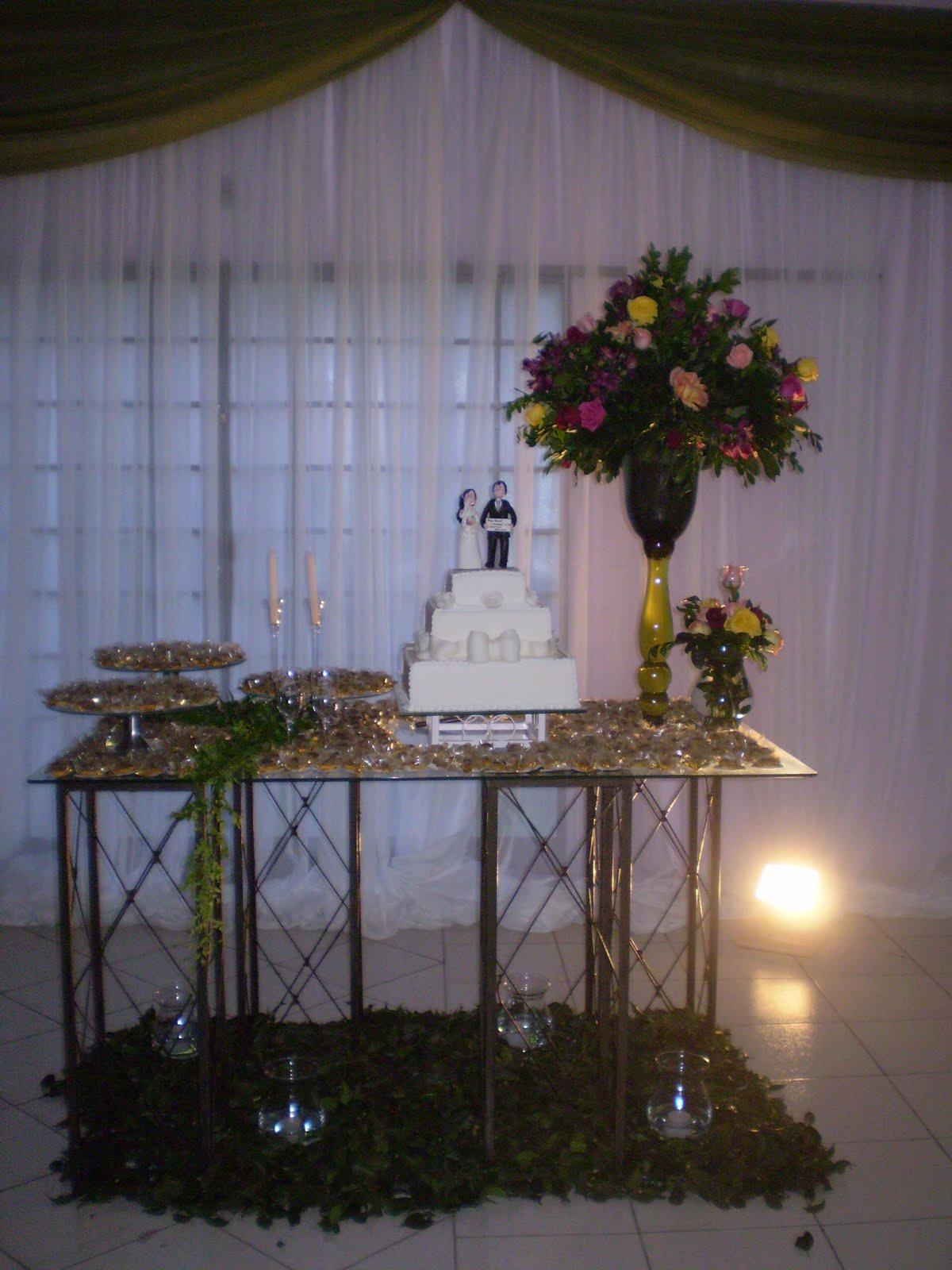 decoração-da-mesa-de-bolo-casamento-13