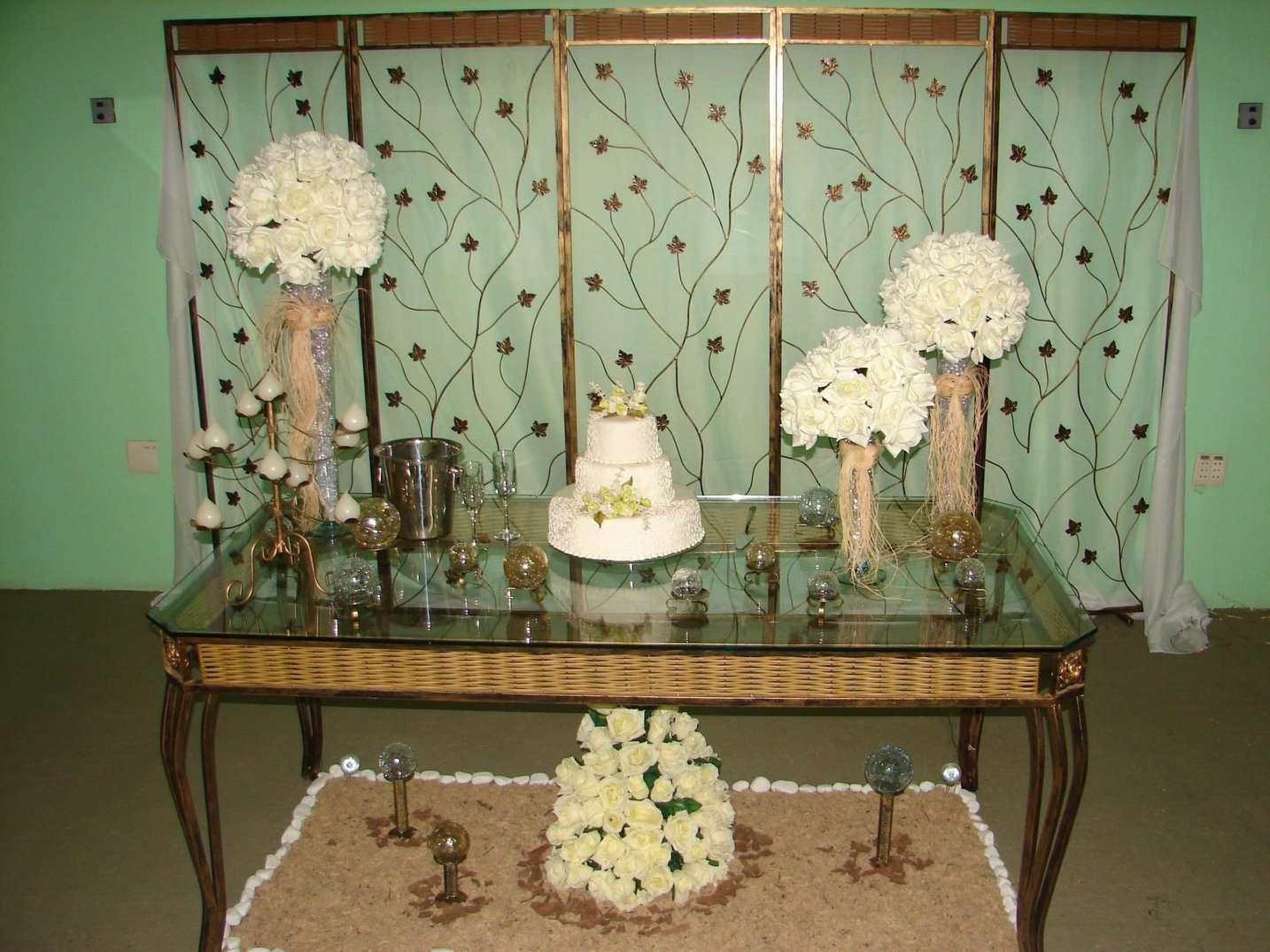 decoração-da-mesa-de-bolo-casamento-15