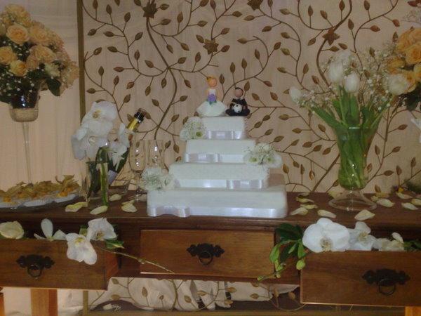 decoração-da-mesa-de-bolo-casamento-18