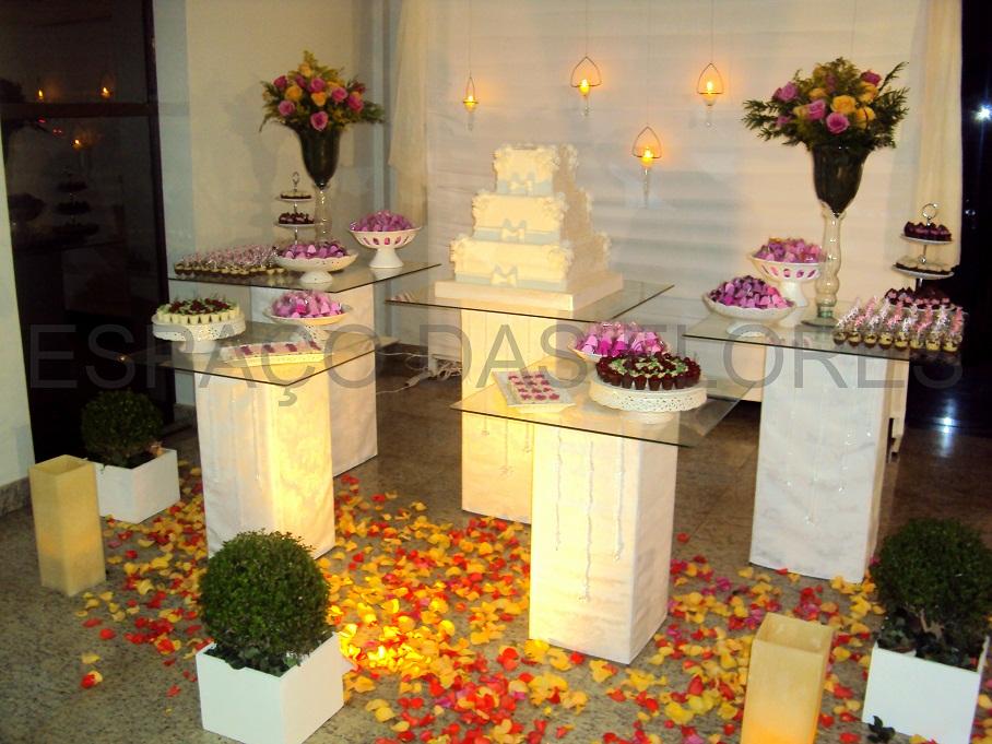 decoração-da-mesa-de-bolo-casamento-8