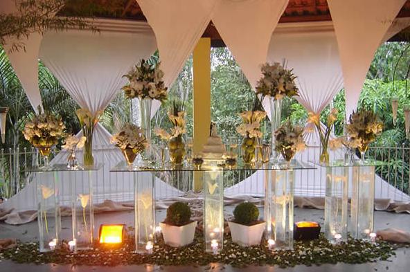 decoração-da-mesa-de-bolo-casamento