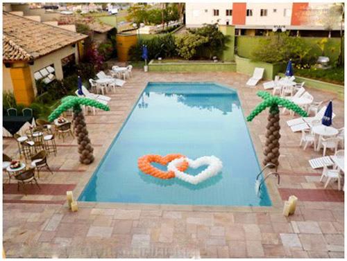 decoração-da-piscina-para-casamento-10
