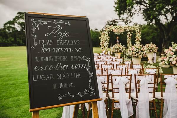 placas-na-decoracao-casamento-no-campo
