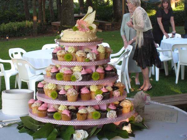 bolo-de-cupcake-para-casamento-28
