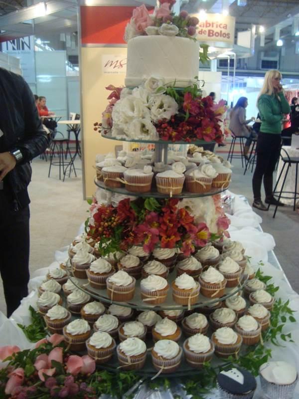 bolo-de-cupcake-para-casamento-29
