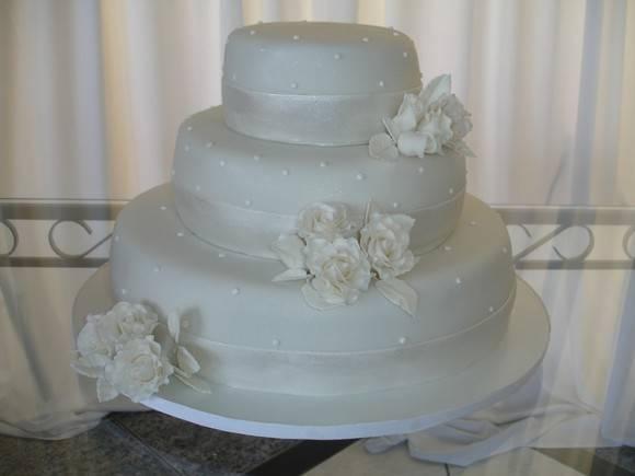 bolos-decorados-de-casamento-simples-17