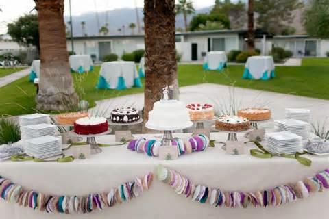 mesa-de-bolo-de-casamento-com-tortas-laterais-1