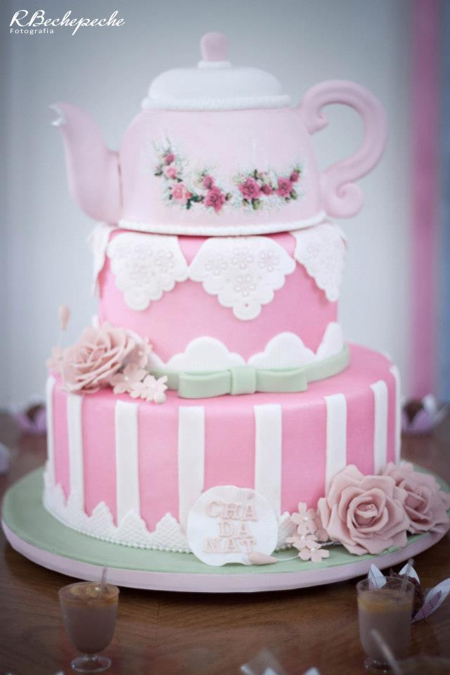 mesa-de-bolo-de-casamento-com-tortas-laterais-15