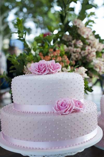 mesa-de-bolo-de-casamento-com-tortas-laterais-16