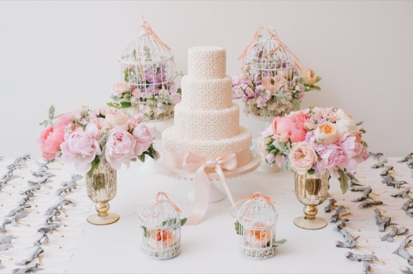 mesa-de-bolo-de-casamento-com-tortas-laterais-2
