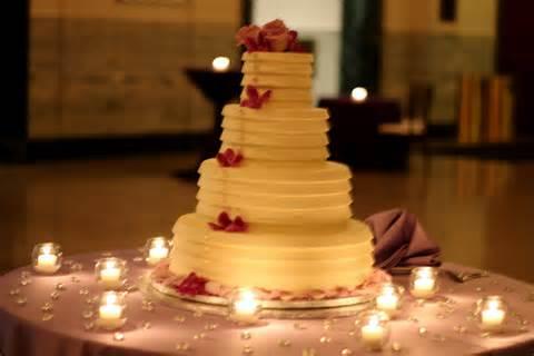mesa-de-bolo-de-casamento-com-tortas-laterais-4