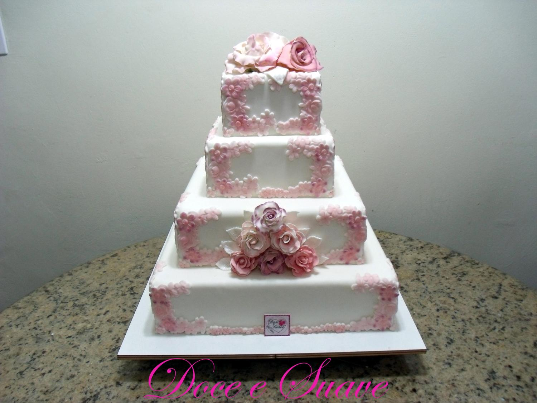 mesa-de-bolo-de-casamento-com-tortas-laterais-9