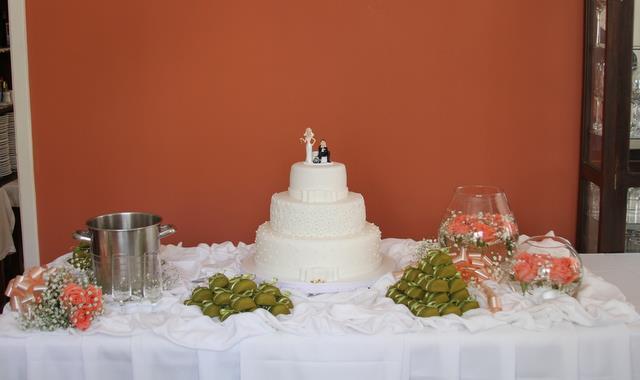 mesas-de-bolo-decoradas-para-casamento-simples-14