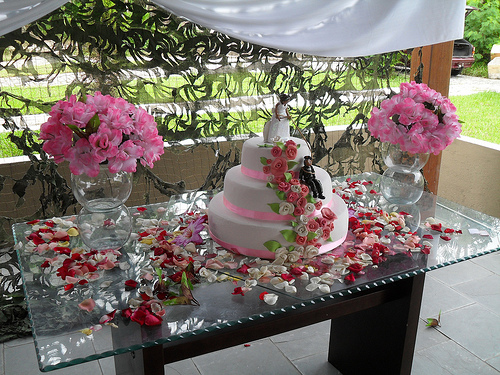 mesas-de-bolo-decoradas-para-casamento-simples-16