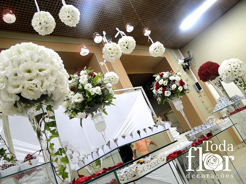 mesas-de-bolo-decoradas-para-casamento-simples-20