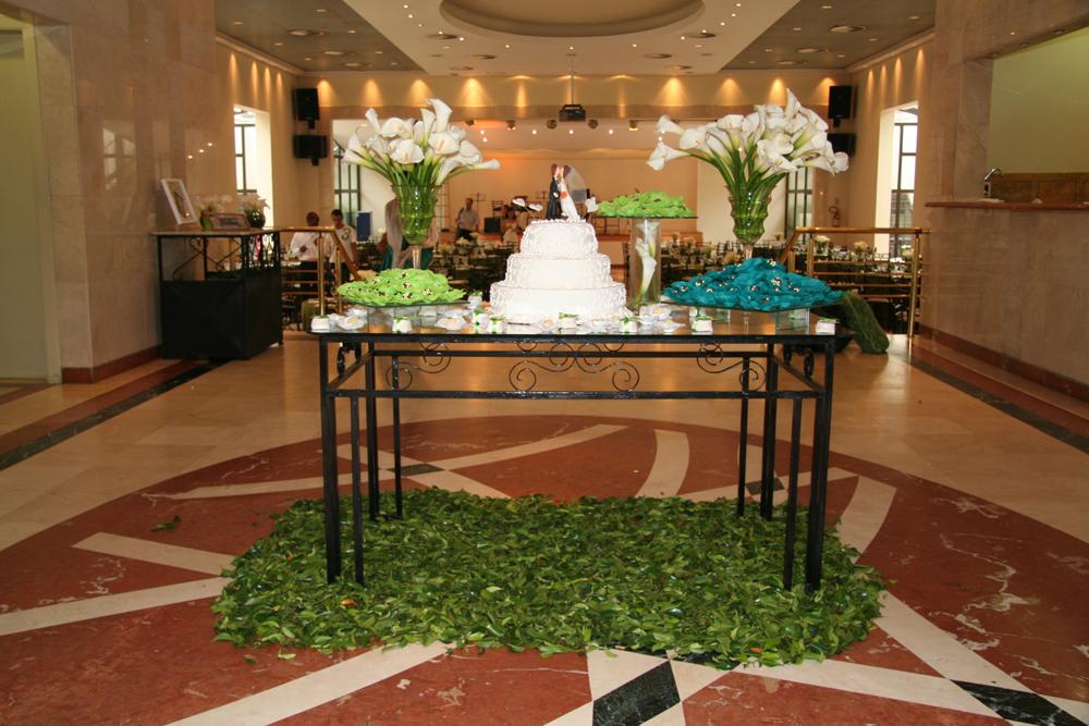 mesas-de-bolo-decoradas-para-casamento-simples-8