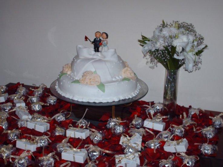 mesas-de-bolo-decoradas-para-casamento-simples-9