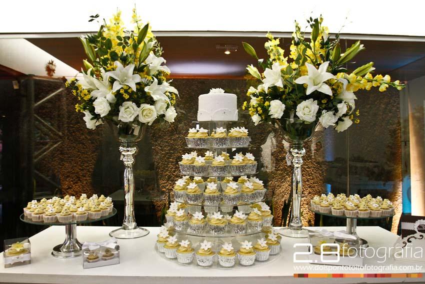 mesas-de-casamento-decoradas-com-cupcakes-16