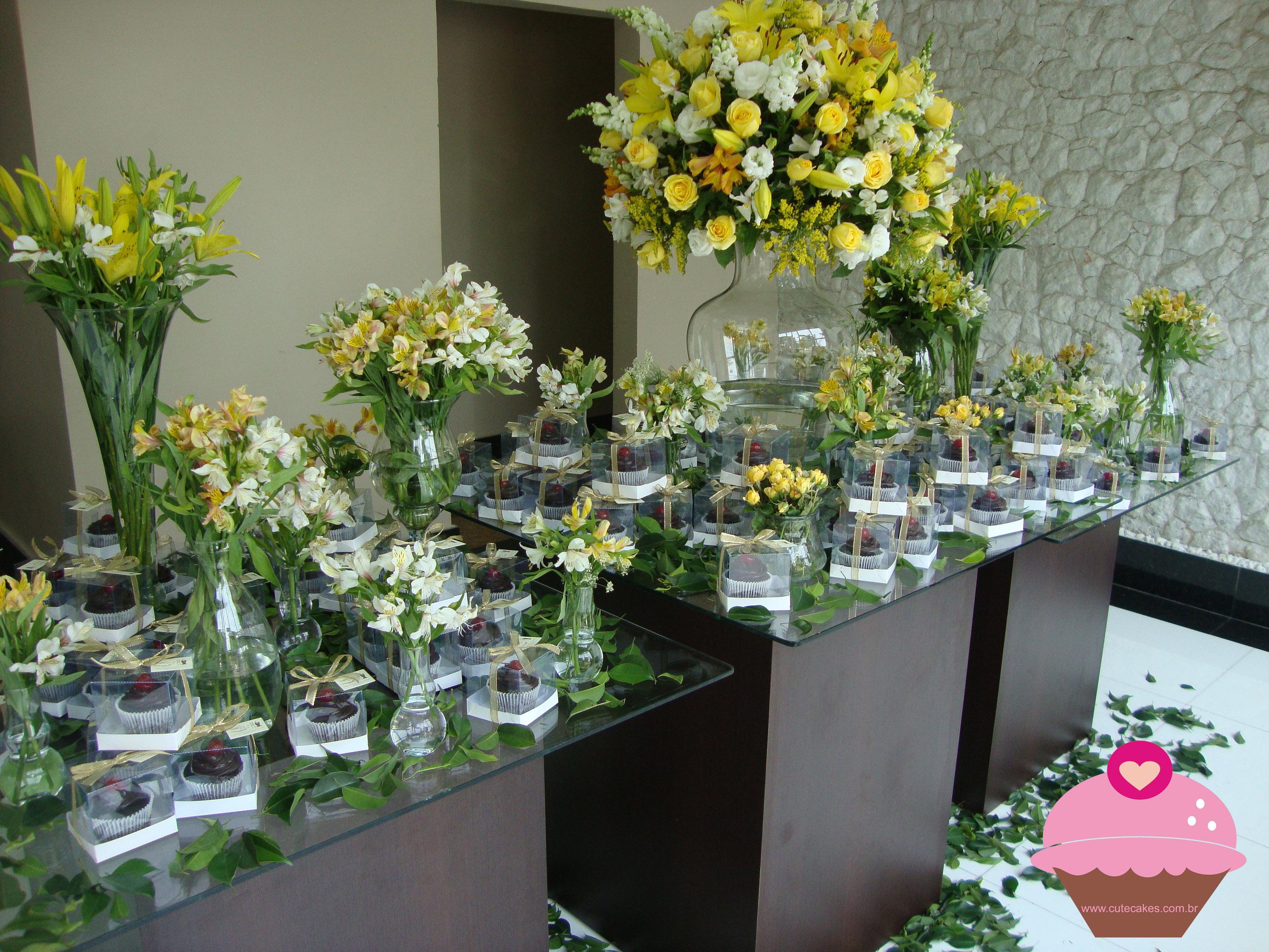 mesas-de-casamento-decoradas-com-cupcakes-3