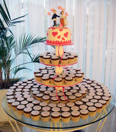 mesas-de-casamento-decoradas-com-cupcakes-8