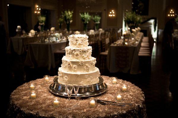 mesas-de-casamento-decoradas-com-mini-bolos-12