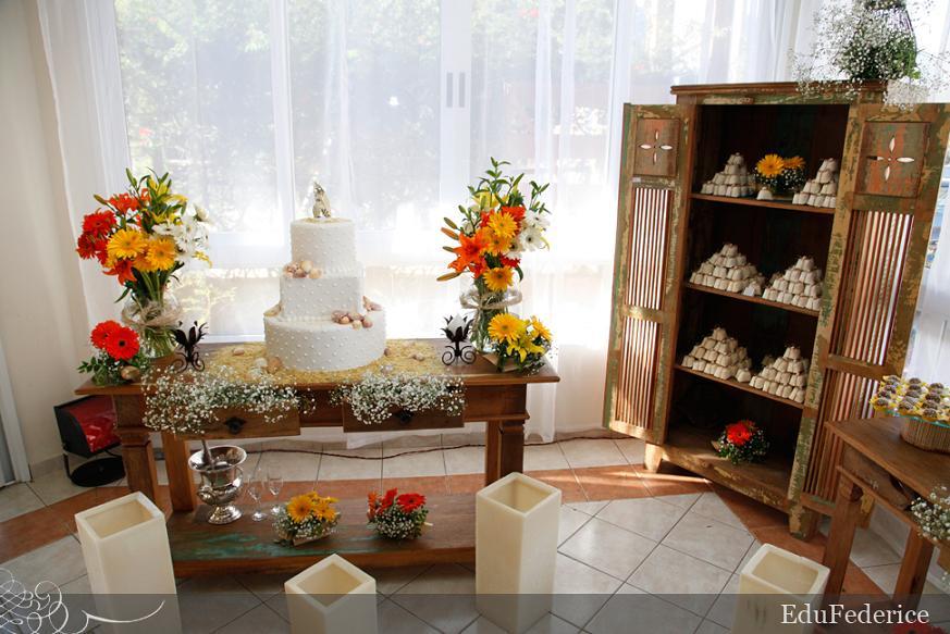 mesas-de-casamento-decoradas-com-mini-bolos-14