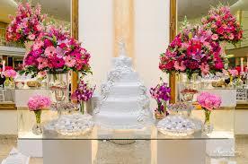 mesas-de-casamento-decoradas-com-mini-bolos-16