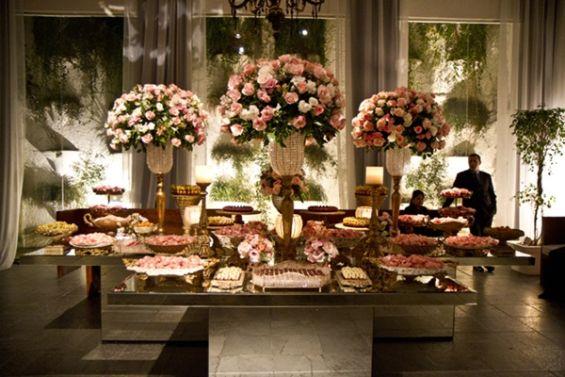 mesas-de-casamento-decoradas-com-mini-bolos-18