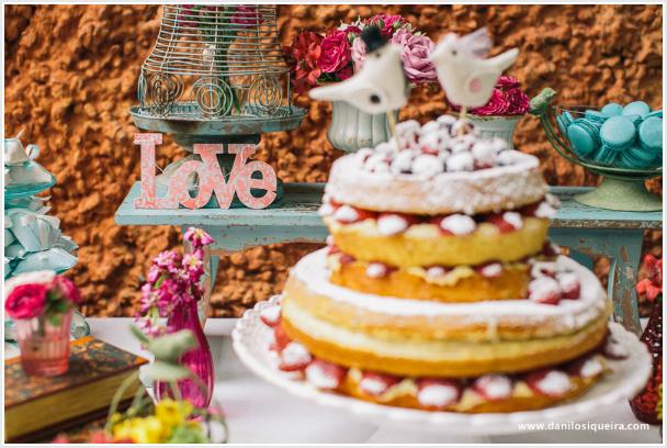 mesas-de-casamento-decoradas-com-mini-bolos-20