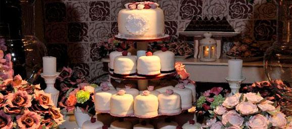 mesas-de-casamento-decoradas-com-mini-bolos-5