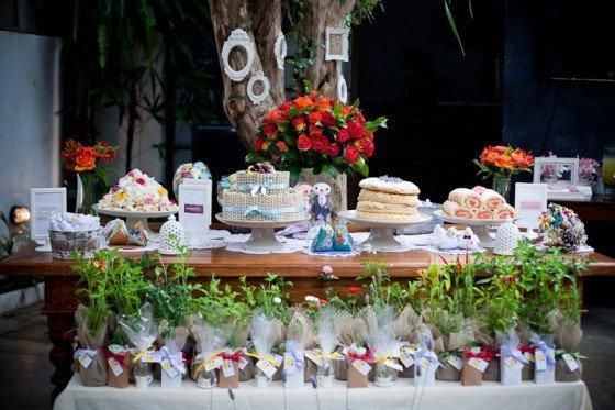 mesas-de-casamento-decoradas-com-mini-bolos-7