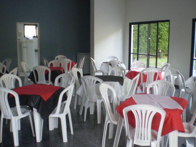 mesas-de-casamento-decoradas-com-tnt-1