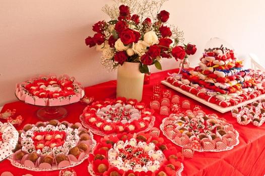 mesas-de-casamento-decoradas-com-tnt-11