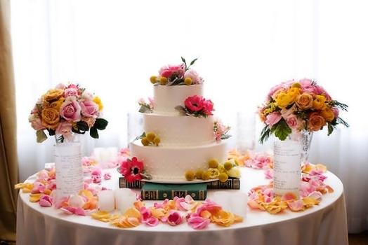 mesas-de-casamento-decoradas-com-tnt-12