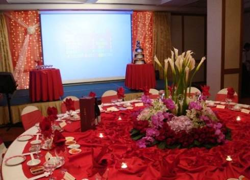 mesas-de-casamento-decoradas-com-tnt-13