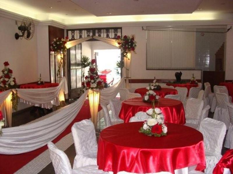 mesas-de-casamento-decoradas-com-tnt-16