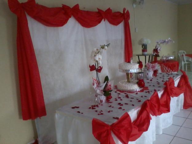 mesas-de-casamento-decoradas-com-tnt-3
