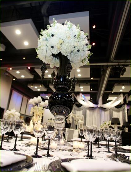 mesas-de-casamento-decoradas-com-vasos-de-flores-13
