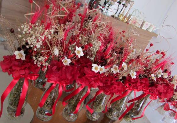 mesas-de-casamento-decoradas-com-vasos-de-flores-19